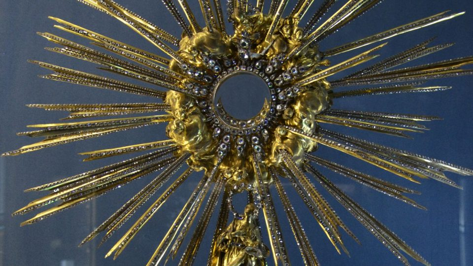 Diamantová monstrance zvaná též Pražské slunce, vytvořená s použitím 6 222 diamantů
