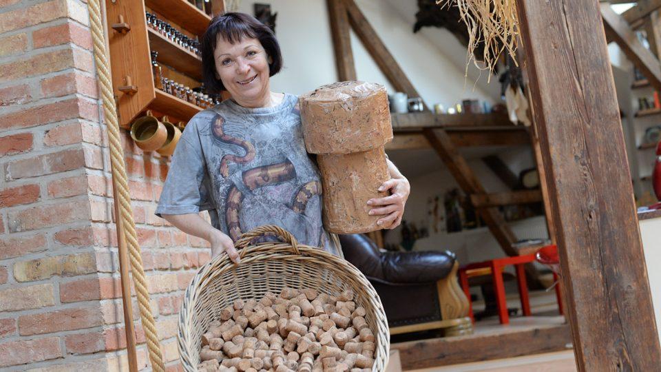 V roce 2012 měla Dagmar Novotná 7467 kusů korkových zátek od Bohemia brut sektu, dnes počet zátek odhaduje na 8 – 9 tisíc
