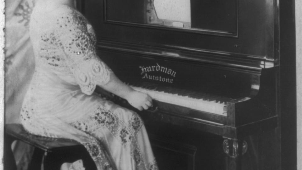 Ema Destinnová kolem roku 1909