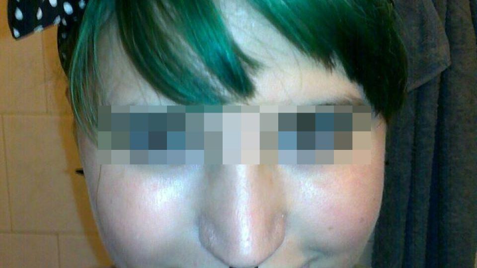 Karel má rád zelenou barvu a piercingy. Proto tomu přizpůsobil i svou vizáž