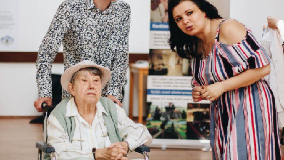 Zakladatel spolku Tomáš Vlasta Martinek spolupracuje i s autorkou filmu Šmejdi, Silvií Dymákovou, která je patronkou Hurá na výlet!