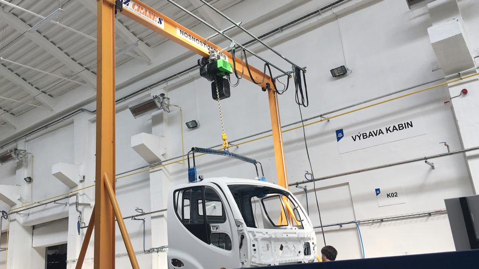 Firma AVIA opět začala vyrábět nákladní vozy. Výroba s přesunula do Přelouče