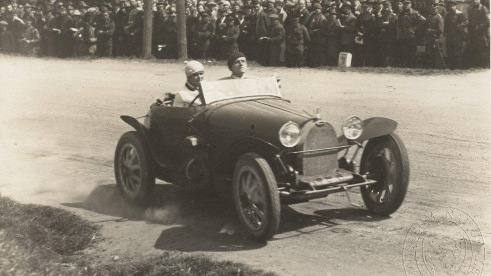 Eliška Junková na závodech Zbraslav–Jíloviště (1927)