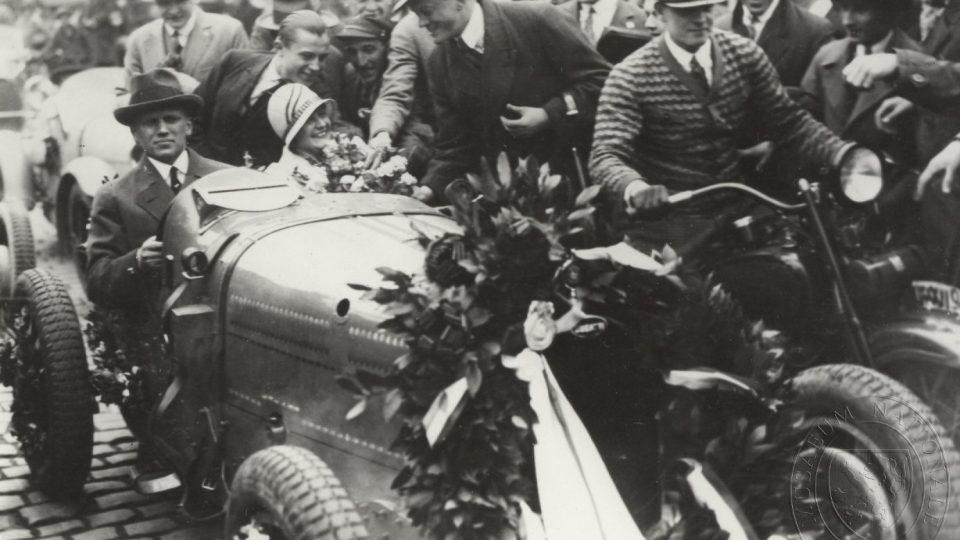 Čeněk Junek a Eliška Junková po závodu Targa Florio (1928)