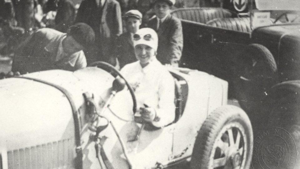Eliška Junková při závodu na Sicílii