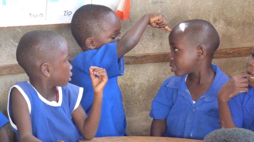 Malí školáci v Ghaně