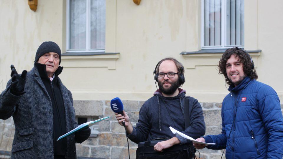Právě takto vypadá natáčení pořadu ve velkých mraze (David Vávra, technik Ondřej Gášek a autor pořadu Jan Herget)