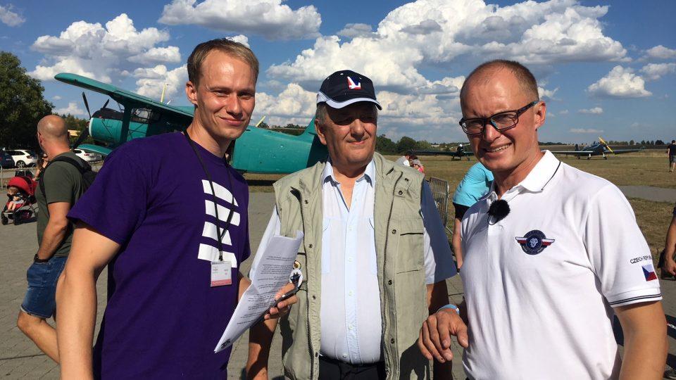 redaktor Dvojky Adam Kebrt s Romanem Kramaříkem