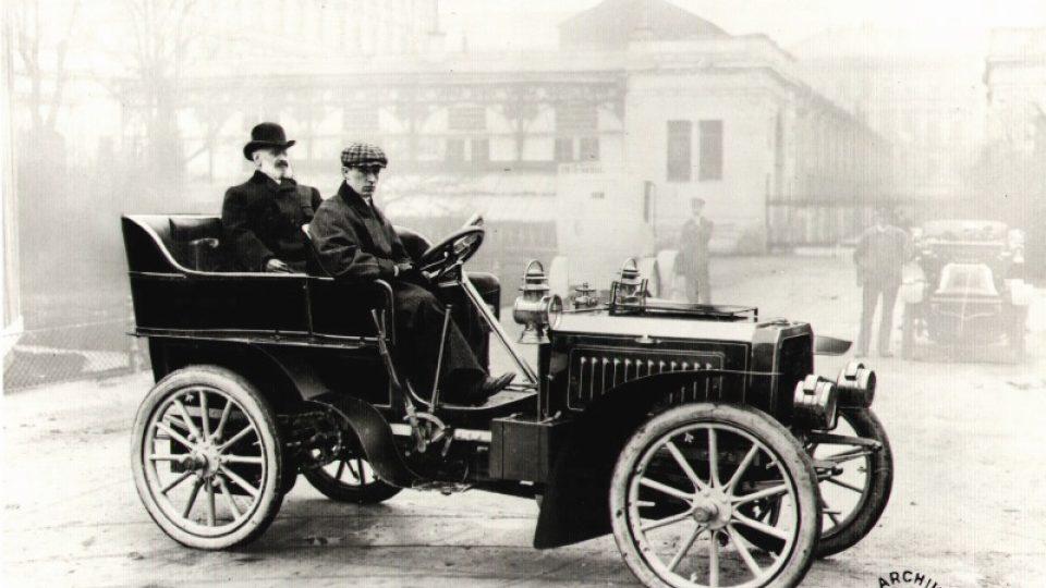 De Dietrich-Bugatti 16/24 HP (1902–1904): Ettore Bugatti za volantem, za ním prezident firmy De Dietrich Eugène de Dietrich