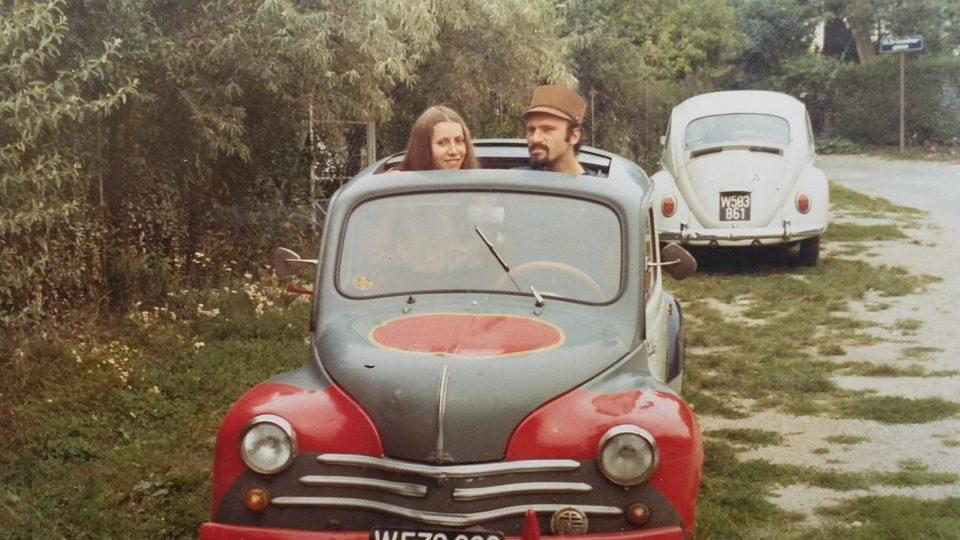 První auto. Spisovatel Milan Ráček se se svou ženou usadil už v 70. letech nedaleko československé hranice v Rakousku