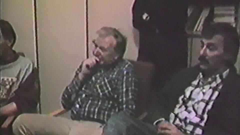 Šéf rozhlasového Občanského fóra Karel Weinlich a moderátor Jan Rosák koncem listopadu 1989