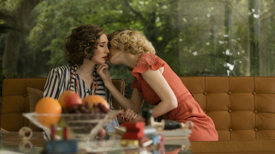 Carice van Houtenová a Hanna Alströmová ve filmu Skleněný pokoj