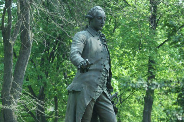 Pomník Josefa II. od Antona Breneka v parku Psychiatrické nemocnice v Brně. | foto:  TeZet,  CC0 1.0