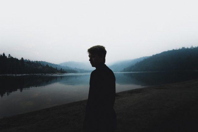 samota - smutek - v přírodě | foto: Spencer Selover,  CC0 1.0