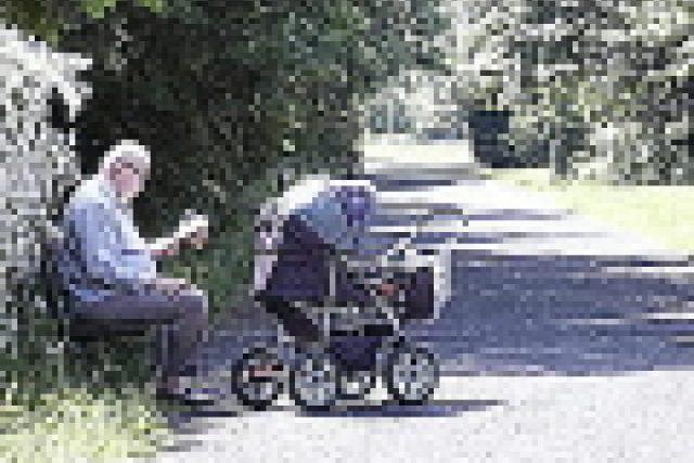 Dědeček s kočárkem