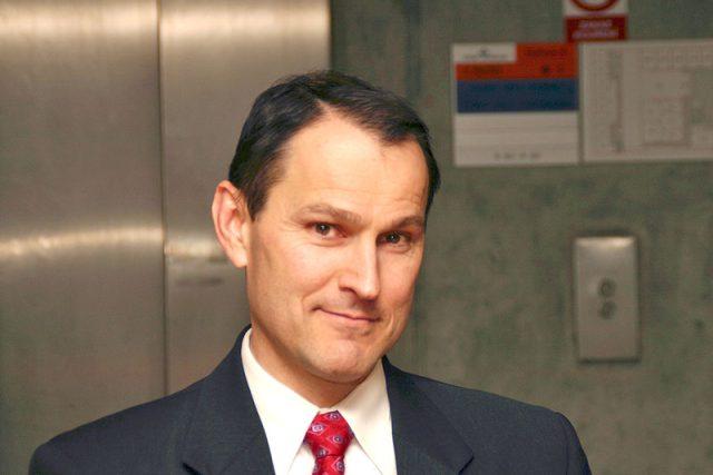 novinář Erik Best