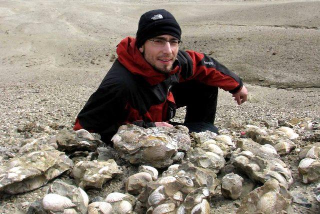 Rájem pro paleontologa Radka Vodrážku (Česká geologická služba) jsou horniny přeplněné zkamenělými mlži. Jedinečně zachovalé fosílie jsou až 70 milionů let staré
