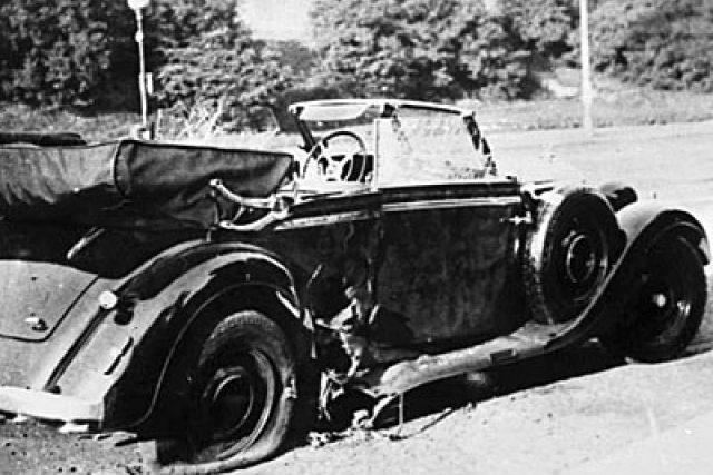Zničený vůz po atentátu na Reinharda Heydricha