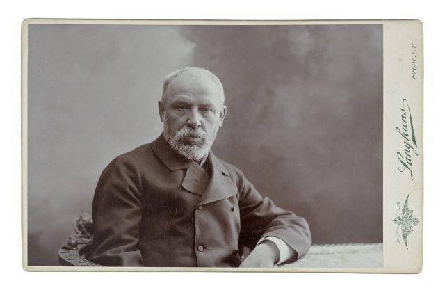 Josef Václav Myslbek,  nedatováno,  sochař,  kabinetka | foto:  Nadace Langhans Praha