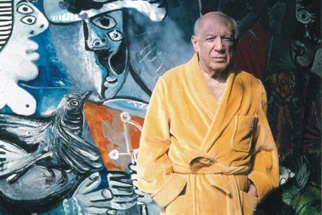 """Pablo Picasso před obrazem """"Pár"""" (foto: Roberto Otero 1970)"""