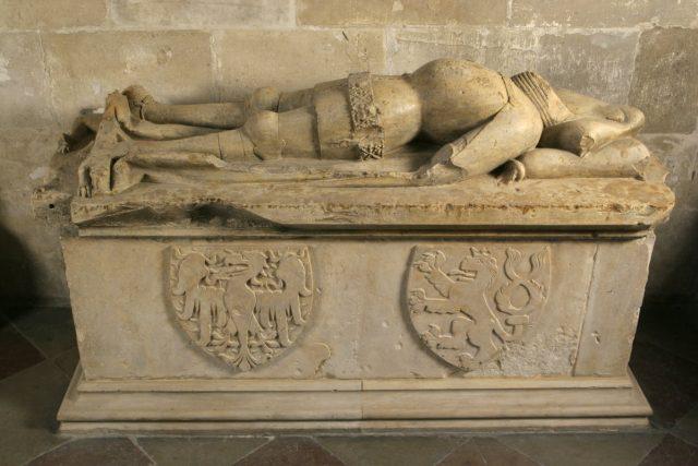Tumba,  v níž měly být pohřbeny ostatky Břetislava II. - Místo vladařova těla v ní ale mj. leží ostatky dítěte a jeho křestní košilky | foto: Správa  Pražského hradu
