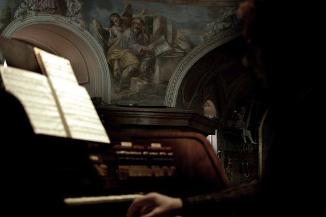 Varhaník z barokní zámecké kaple v Jevišovicích | foto: Robert Vlk