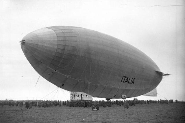 vzducholoď Italia přistává ve Stolpu, r. 1928