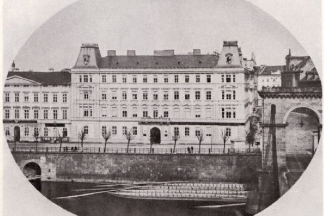 Wilhelm Rupp: Palác Lažanských na pražském Smetanově nábřeží   foto: Wikipedia,  public domain - volné dílo