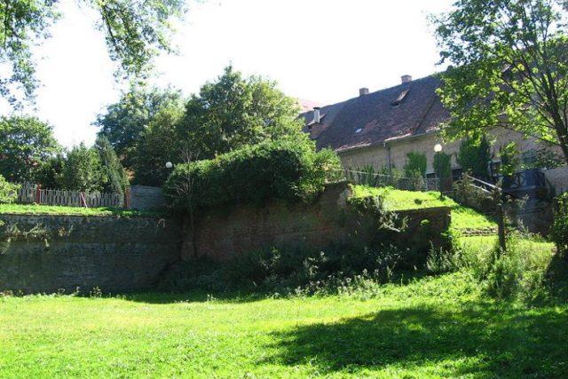 Zbytek zbouraného Locatelliho bastionu pevnosti Olomouc   foto: licence Creative Commons Attribution 3.0 Unported,  I,  JohansenJan