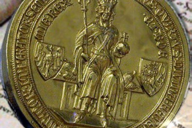 Zlatá pečeť císaře Karla IV. na jeho bule z roku 1356 | foto: licence Creative Commons Attribution 3.0 Unported,  Benutzer: Wolpertinger