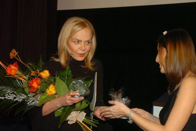Dagmar Havlová přebírá cenu
