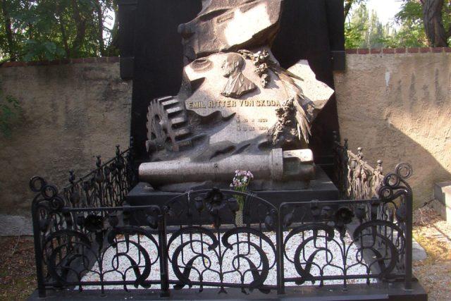 Hrob Emila Škody na Mikulášském hřbitově v Plzni