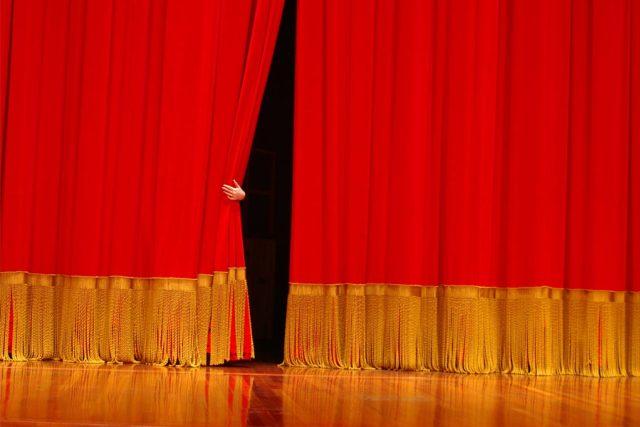 Divadelní opona. Tu má Gustav Bubník moc rád | foto: Fotobanka stock.xchng