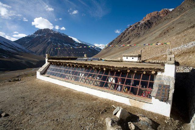 V dokumentu Sluneční škola uslyšíte záznamy natočené přímo v Kargyaku v Himálaji | foto: Jan Tilinger,  Občanské sdružení Surya