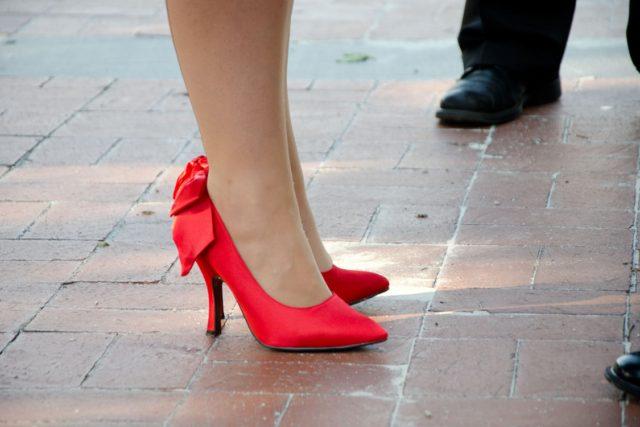 Člověk za život nachodí až 40 000 km. Pokud vás přitom nemají bolet nohy,  musíte mít správné boty | foto: Stock Exchange