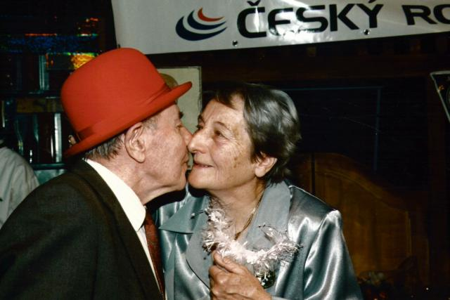 Emil a Dana Zátopkovi - zlatá svatba v Tobogánu-1998