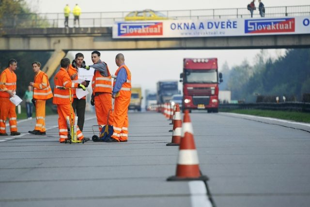 Jak se opravuje dálnice D1?  (ilustrační foto) | foto: Luboš Pavlíček,  ČTK