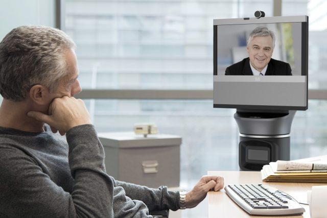 Teleprezenční robot Ava 500