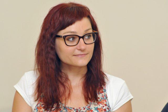 Sochy v ulicích: Kateřina Tučková na tiskové konferenci