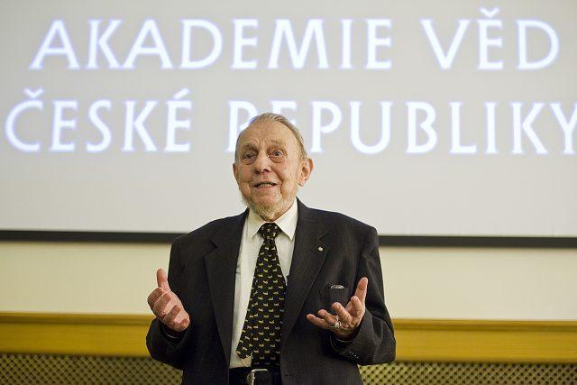 Předání Ceny předsedy Akademie věd ČR za propagaci a popularizaci výzkumu 2013,  Erazim Kohák | foto: Filip Jandourek