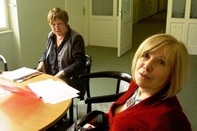 Spisovatelka Daniela Fischerová a režisérka Hana Kofránková před natáčením hry Nevděčné děti