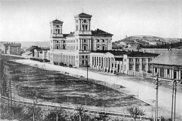 Novorenesanční budova nádraží císaře Františka Josefa I. | foto: Wikipedia,  public domain - volné dílo,  František Fridrich