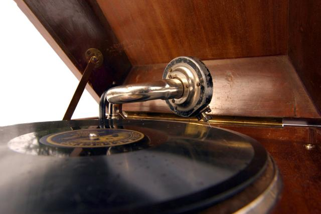Gramofon (ilustr. obr.)