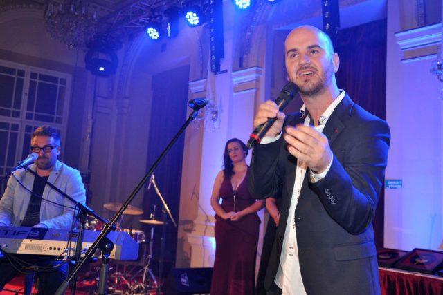 Igor Timko ze skupiny No Name zazpíval v přímém přenosu