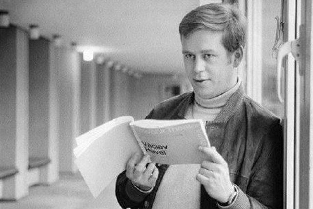Václav Havel při návštěvě Schillerova divadla v Berlíně (1968)