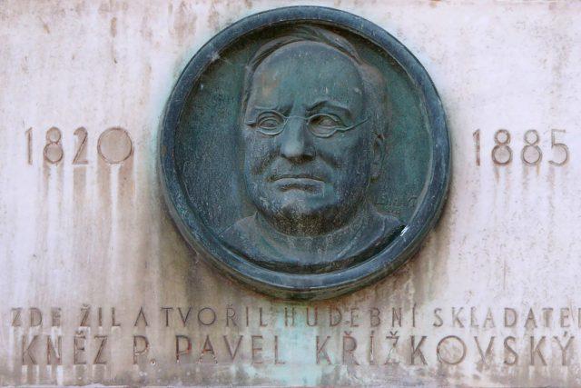 Pavel Křížkovský - pamětní deska z roku 1933 od Karla Lenharta v Křížkovského ulici v Olomouci   foto: GNU General Public License,  verze 1.2,  Michal Maňas