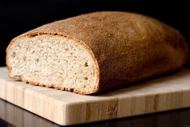 Chléba dneska často nahrazují rohlíky a housky | foto: Stock Exchange