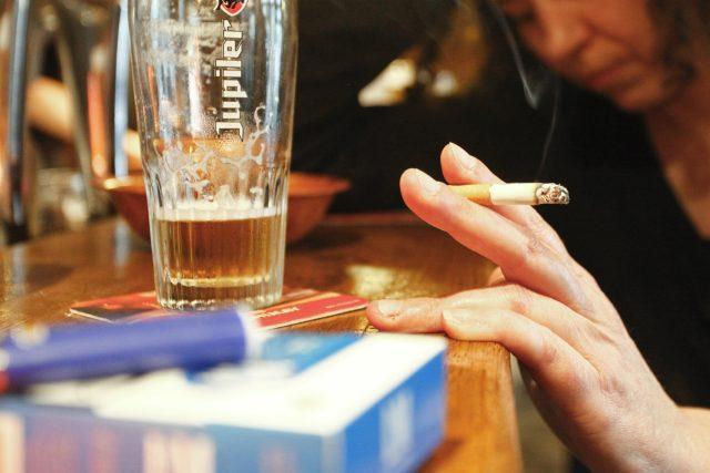 Alkoholička. Ilustrační foto