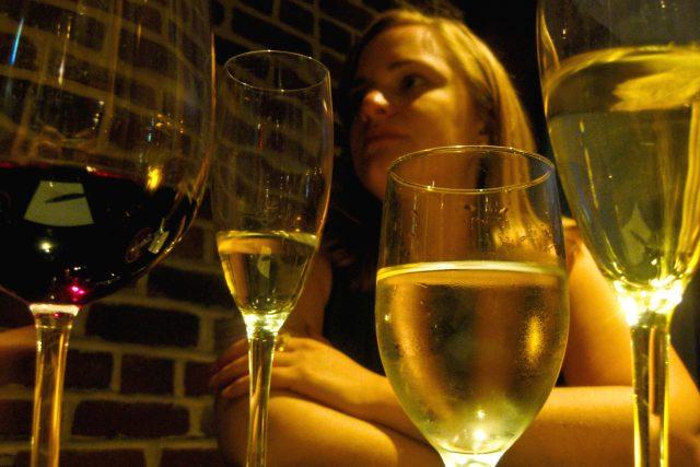 víno, alkohol, skleničky, pití vína