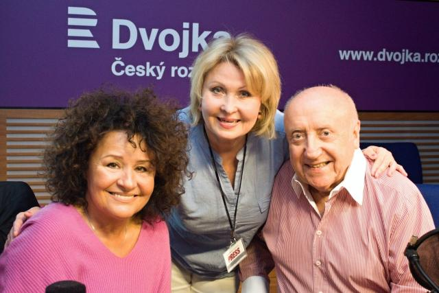Jitka Zelenková,  Hanka Švejnohová a Felix Slováček při vysílání pořadu Nezatloukat během Dne otevřených dveří | foto: Andrea Filičková